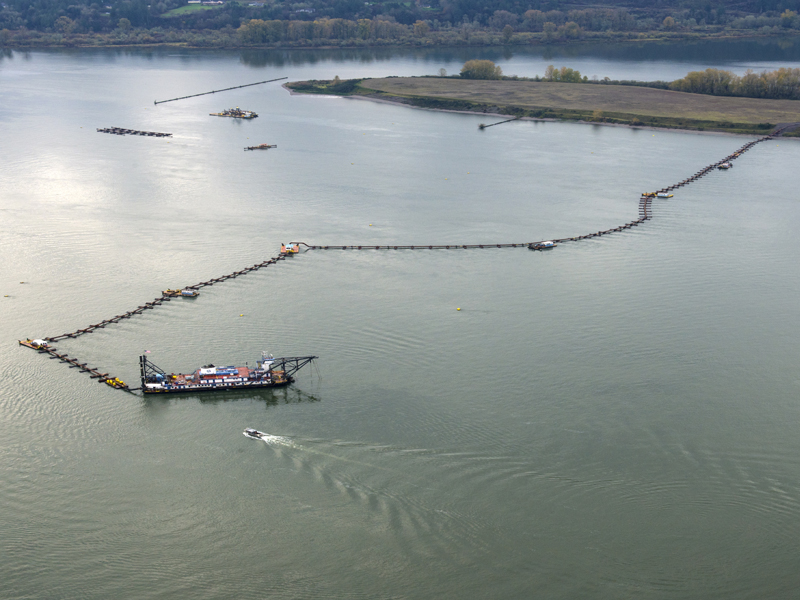Dredge Oregon at work in November 2016.